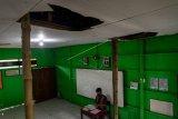 Konstruksi atap sekolah rapuh