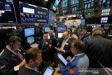Wall Street beragam, Dow catatkan rekor penutupan tertinggi