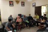 Merasa ditekan PT DSI, puluhan petani mengadu ke DPRD Siak