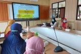 Pertemuan silaturahim antara jajaran Dinas Kesehatan (Dinkes) Kota Bogor Jawa Barat dengan pewarkilan Media Massa, dalam rangka lebih menggalakkan Sosialasi/Edukasi pencegahan penyebaran Pandemi COVID-19 di Kota Bogor, di Kantor Dinas Kesehatan Kota Bogor, Rabu (03/02/2021). (Foto ANTARA:. M. Tohamaksun).