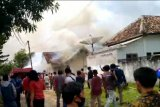 Enam armada DPKP padamkan kebakaran gudang rokok