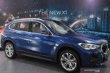 BMW X1 sDrive18i ditampilkan saat peluncuran mobil tersebut di BMW Astra Surabaya, Jawa Timur, Jumat (5/2/2021). Peluncuran mobil yang ditawarkan dengan harga Rp770 juta tersebut diharapakan dapat memenuhi kebutuhan kendaraan yang nyaman dan serbaguna. Antara Jatim/Zabur Karuru