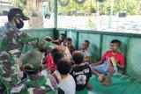 Anak Kampung Nafri belajar bersama di pos Satgas Yonif MR 413 Kostrad