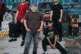 Jalan Tengah meluncurkan mini album