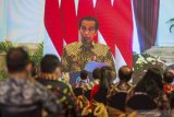 Presiden Jokowi : Pedagang pasar, sektor jasa bisa segera divaksin COVID-19
