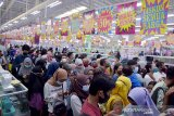 Ratusan warga menumpuk tanpa jarak, Ahli Epidemiologi khawatir klaster COVID-19 dari Giant Pekanbaru