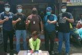 Polisi menangkap empat pelaku pencurian barang milik pengungsi dan relawan gempa Sulbar