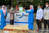 Bank Nagari sumbangkan perahu untuk bersihkan sampah sungai di Padang