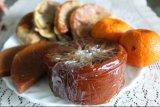 Perajin kue keranjang di Bandarlampung tetap berproduksi meski pesanan menurun