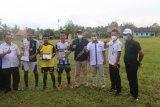 Staf Ahli Bupati Pesibar tutup turnamen sepak bola Karang Taruna Cup 1