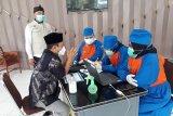 Wali Kota Kediri Abdullah Abu Bakar dan forkopimda menerima suntik vaksin COVID-19 kedua di Balai Kota Kediri, Jawa Timur, Rabu (10/2/2021). Di  Kota Kediri hingga kini yang sudah menerima vaksin adalah 4.380 orang, sehingga sudah 99,1 persen. Antara Jatim/ Asmaul Chusna