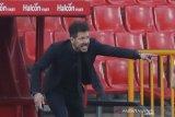 Simeone tak jabat tangan dengan Jurgen Klopp usai timnya dibantai