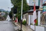 Hormati almarhum SHS, warga Mitra pasang bendera setengah tiang