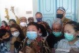 Putri PB XII Gusti Moeng keluar pascaterkunci di dalam Keraton Surakarta