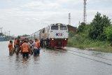 Kereta dari Semarang tujuan Jakarta batal berangkat akibat banjir