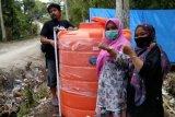 Relawan dan warga korban gempa Majene bangun jaringan air bersih darurat