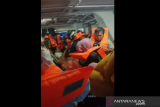 Akibat cuaca buruk , kapal feri tujuan Baubau terombang-ambing