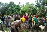 Satgas Yonif MR 413 Kostrad bantu bangun asrama ponpes di perbatasan RI-PNG