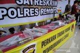 Tersangka pembunuh keluarga di Rembang masih bungkam