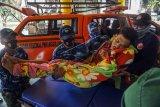 Evakuasi warga sakit