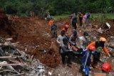 Petugas gabungan mulai lanjutkan pencarian korban tanah longsor di Ngetos-Nganjuk