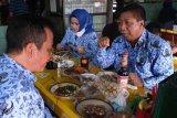 Sebelum sertijab, Sigit dan Windarti sempatkan makan di Warung