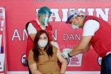 Nakes dan pejabat Forkopimda Minahasa Tenggara terima vaksin COVID-19 kedua