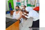 Wakil Ketua DPRD Barut terima suntikan vaksin COVID-19 pertama