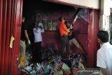 Tim Labfor Polda Jateng selidiki penyebab kebakaran kios Pasar Kliwon Kudus