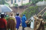 Talud Kantor Camat Watumalang Wonosobo longsor, dua orang meninggal