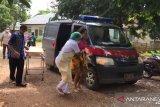 Salut! Dua Bhabinkamtibmas di TTU bantu ibu melahirkan di atas mobil dinas