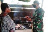 Satgas TNI bantu warga perbatasan buat olahan makanan dari sagu bernilai ekonomis