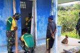 Satgas Yonir PR 432 Kostrad bantu perbaiki rumah warga kampung