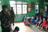 Satgas Yonif 312/KH mengajar siswa TK Cenderawasih di perbatasan RI-PNG