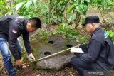 Pegiat kebudayaan di lahat cek temuan lumpang batu masa  megalitikum