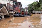 300 kepala keluarga di Cipinang Melayu dievakuasi akibat banjir setinggi 4 meter
