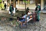 Satgas Yonif  Raider 100/PS beri bimbingan belajar anak perbatasan