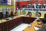 TNI/Polri bahas  penerapan PPKM di Kampung Insrom Biak Numfor