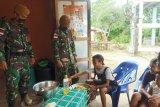Tentara sosialisasi produksi makanan olahan kelapa bagi warga perbatasan