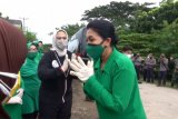 Ketua Umum Persit KCK bantu korban banjir di Karawang