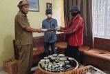 Kolektor keramik dinasti  Ming hibahkan ke museum Balaputra Dewa