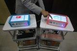 Tim dari Institut Teknologi Sepuluh Nopember (ITS) menyiapkan alat i-nose C-19 untuk diserahterimakan kepada Rumah Sakit Islam (RSI) Jemursari di Surabaya, Jawa Timur, Senin (22/2/2021). I-nose C-19 merupakan inovasi teknologi berbasis kecerdasan buatan (artificial intelligence) untuk mendeteksi COVID-19 dari sampel bau keringat yang hasilnya dapat diketahui dengan cepat melalui proses komputasi sekitar 3,5 menit. ANTARA FOTO/Moch Asim/nym.