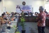Mengabdi sejak 2004, ratusan pegawai honorer K2 Pemkab Pasaman Barat berlinang air mata adukan nasib ke angota DPR RI