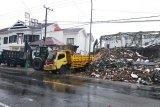Dinas PU Sulbar bersama TNI bersihkan reruntuhan bangunan di 116 titik