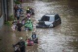 Haji Lulung sebut Anies masih ditolong Tuhan terkait banjir Jakarta