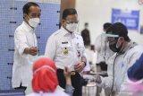 Presiden Jokowi tinjau pelaksanaan vaksinasi pada pelaku usaha di Jakarta