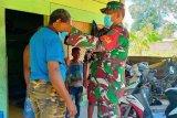 Babinsa Koramil Mapurujaya anjangsana bagi masker ke warga binaan