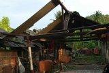 Hujan lebat dan angin kencang, 6 rumah di Desa Selong Belanak Loteng rusak