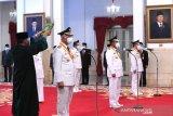 Presiden Joko Widodo melantik Mahyeldi Ansharullah dan Audy Joinaldi sebagai Gubernur dan Wakil Gubernur Sumatera Barat periode 2021-2024