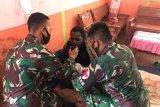 Satgas TNI Yonif 611/Awl obati warga sakit malaria di perbatasan RI-PNG